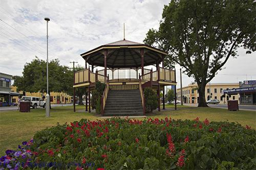 plants;tree;rotunda;architecture;building;agricultural;building;landscape;public;garden;flower;