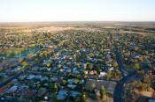 mildura;community;rural;housing;aerial;houses;buildings;morning;early;environmen