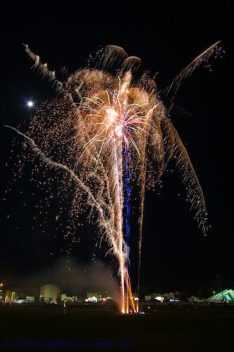 swan;hill;show;events;black;background;bursting;celebrating;celebrations;entertainment;exploding;festival;fireworks;Fourth;of;July;4th;of;July;holiday;illuminated;light;lighting;showgrounds;showground;lit;night;special;occasion;dramatic;event;bright;colorful;colourful;celebration;color;colour;centre;middle;black;yellow;blue;gold;multiple;bursts;vertical;burst;fourth;ring;round;circle;red;green;